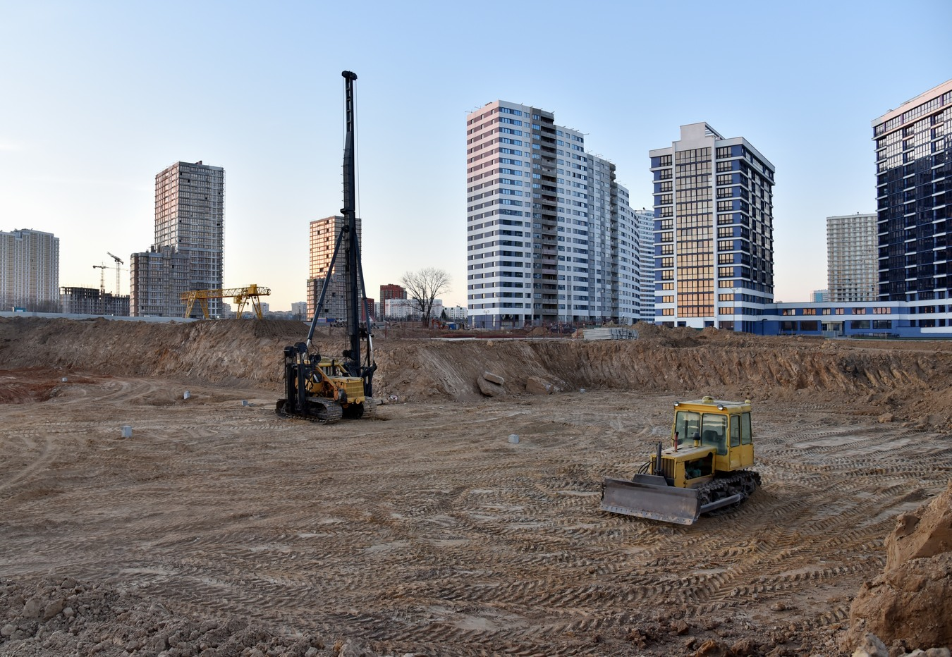 Tracked,Pile-driver,And,Bulldozer,At,Construction,Site,On,Sunset.,Piles